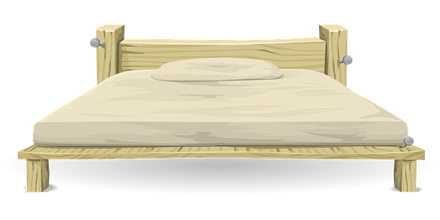 polštář na posteli.png