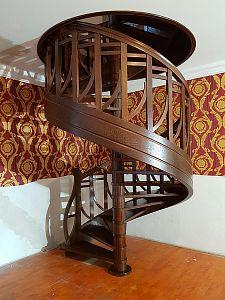 krásné vřetenové schodiště